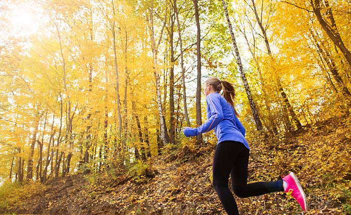kozzi-8796480-Active and sporty woman runner in autumn nature-920x564