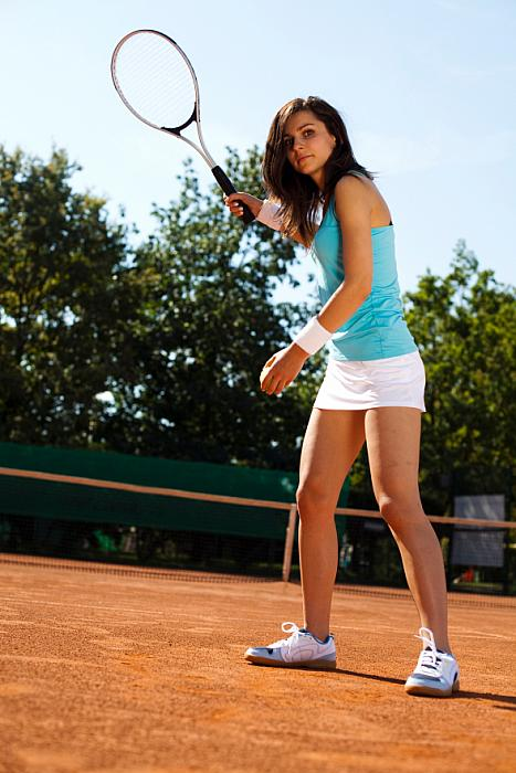 kozzi-girl playing tennis-588x883