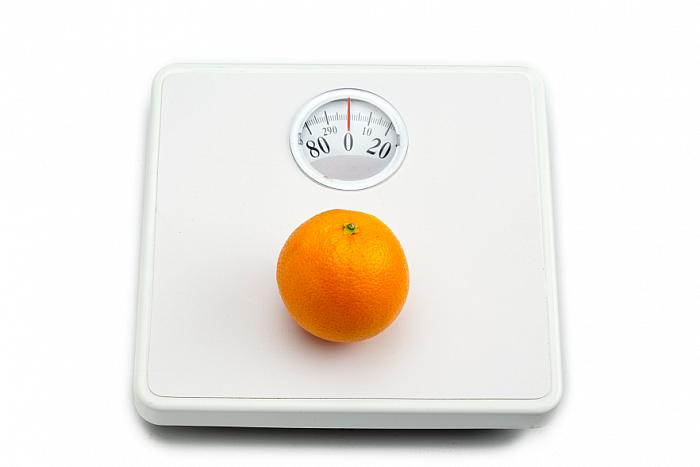 kozzi-290522-orange on weighing scale-883x588