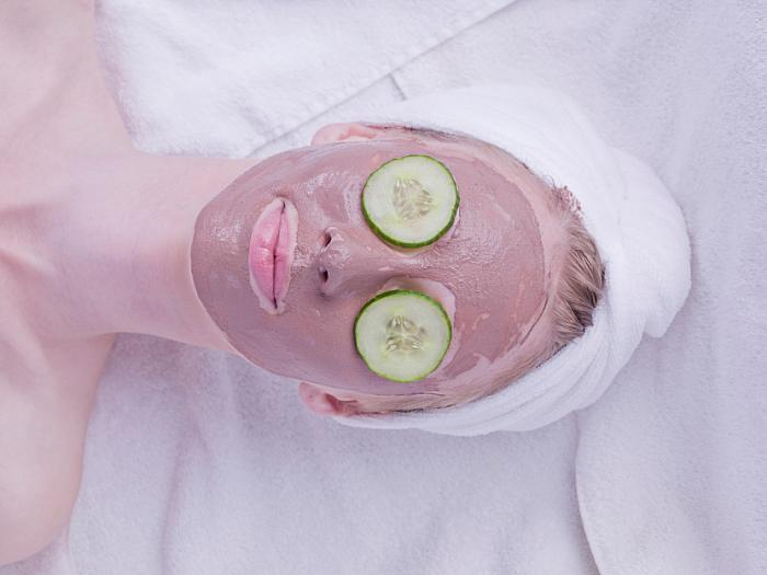 kozzi-womans face with mud pack and cucumber in eyes-833x624