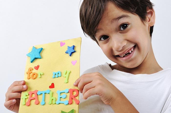 kozzi-2128342-kid holding message for lovely dad-1776x1182