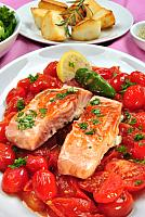 kozzi-25026318-grilled salmon with organic tomato and parsley-589x881